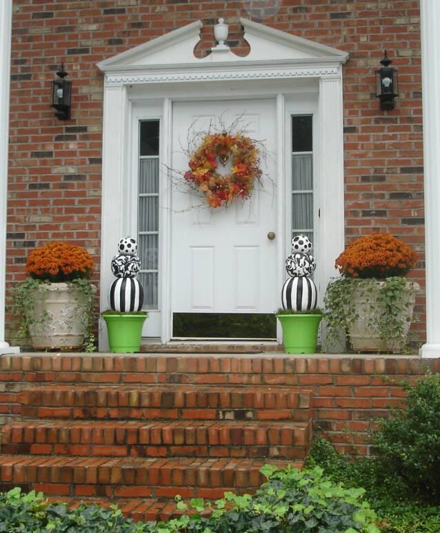 front_door_with_topiary_s_full_view
