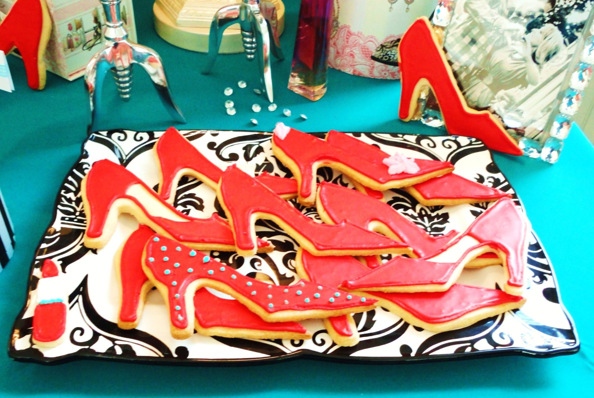 Red High Heel Cookie Recipe|www.serveitupsassy.com