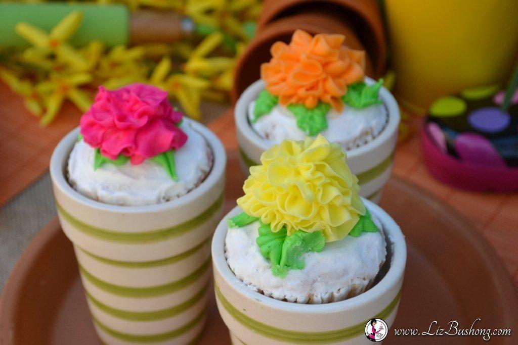 Flower Pot Cupcakes/www.lizbushong.com /www.serveitupsassy.com