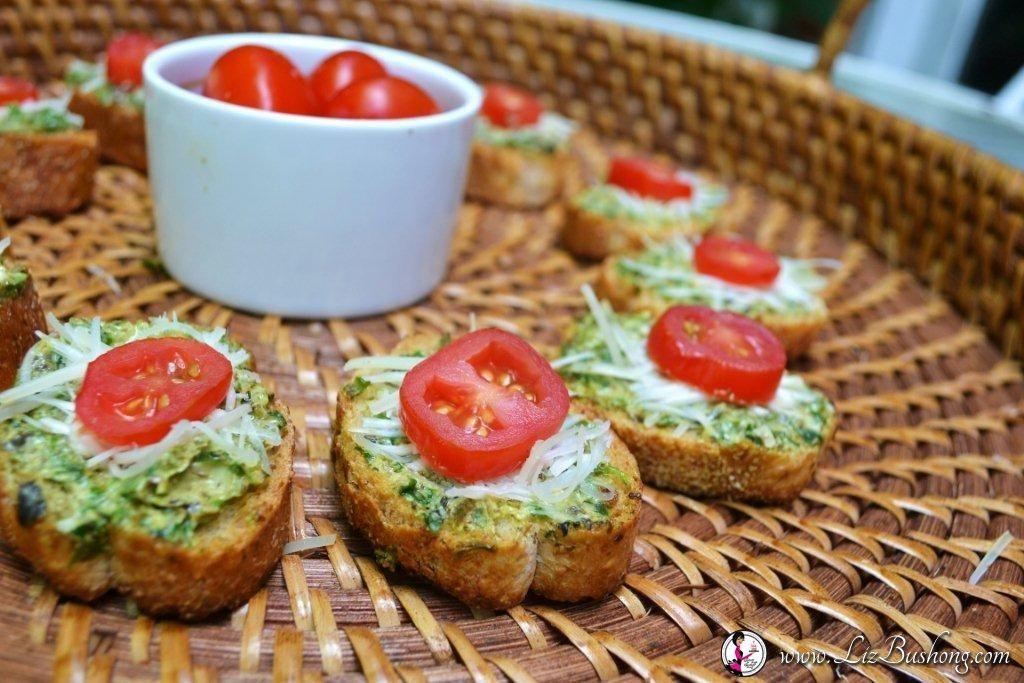 garden pesto crostini, beef pockets|Garden Fresh Picnic Recipes|www.lizbushong.com