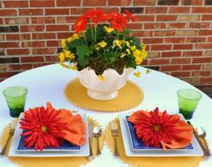 Spring Tablescape Idea|Gerber Daisy|www.lizbushong.com