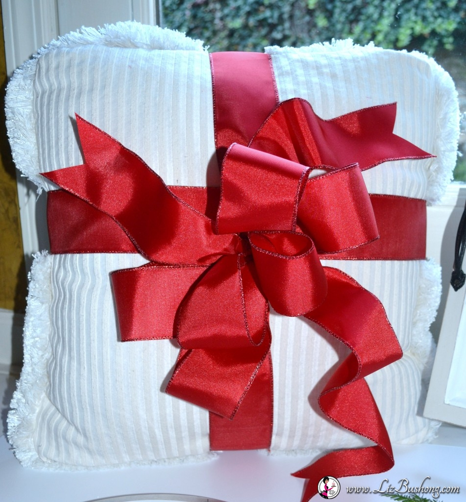 christmas-hone-decor-bow-pillow-lizbushong-com