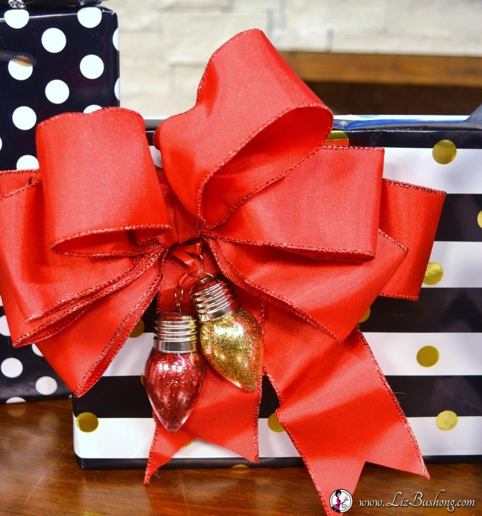 http://lizbushong.com/wp-content/uploads/2016/12/Christmas-gift-wrapping-black-white-red-scheme-lizbushong.com_.jpg