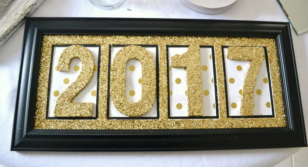new-years-tablescape-glitz-2017-sign-lizbushong-com