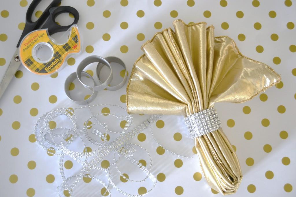 new-years-tablescape-glitz-napkin-ring-how-to-lizbushong-com