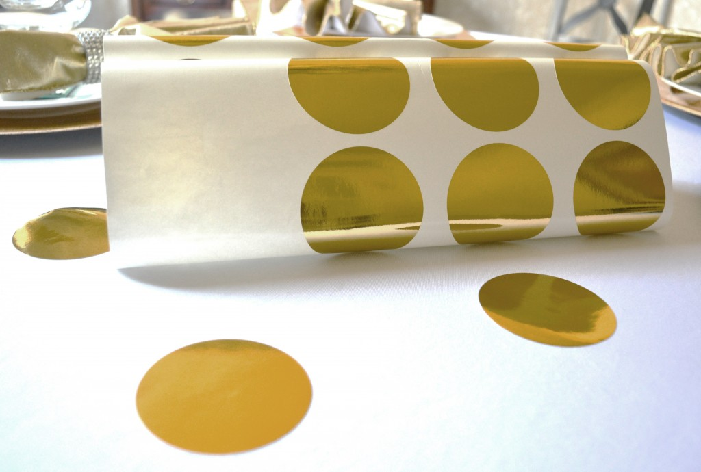 new-years-tablescape-gold-wall-dots-lizbushong-com
