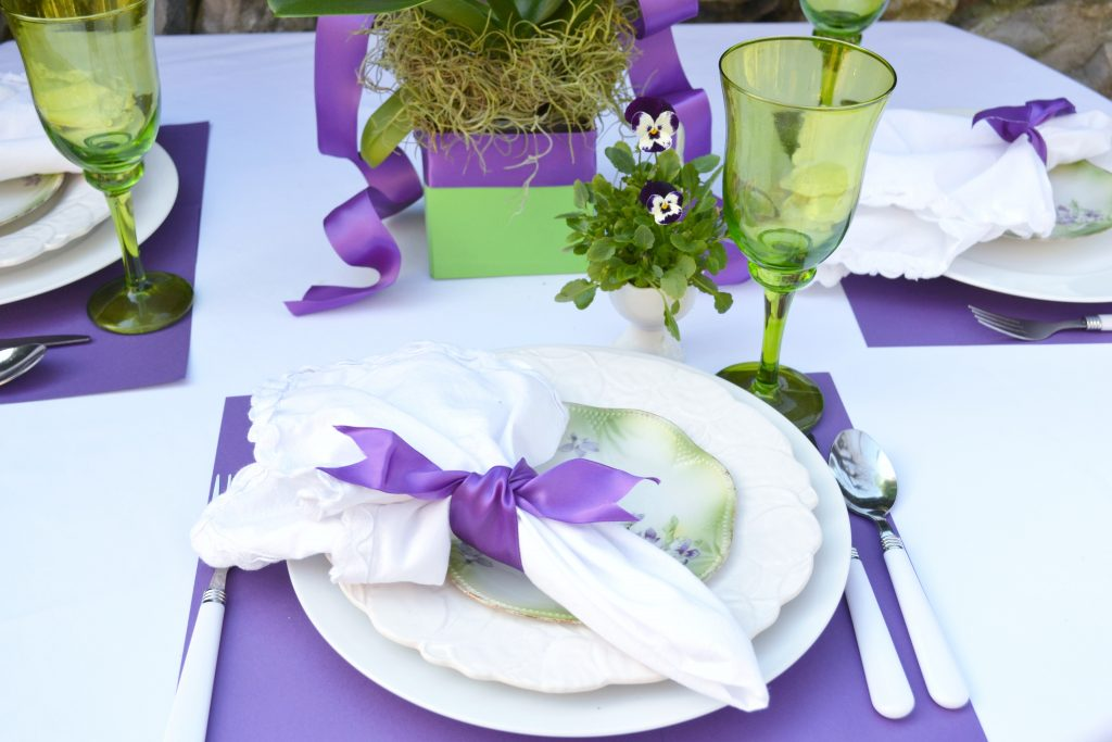 http://lizbushong.com/wp-content/uploads/2017/03/Hosting-wedding-party-purple-placesetting-lizbushong.com_.jpg
