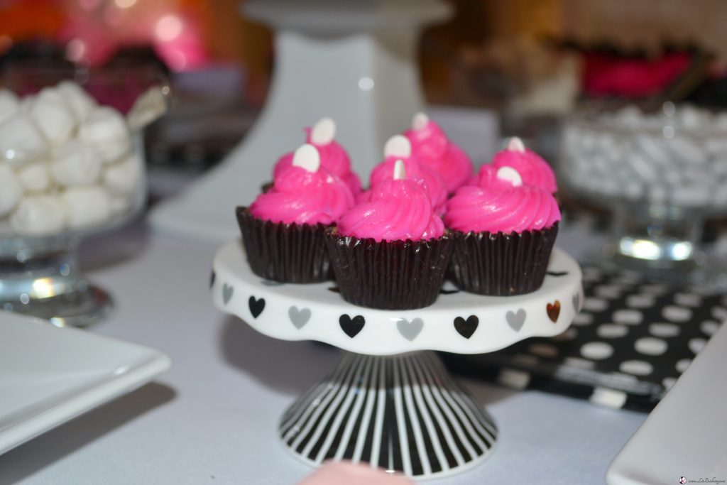 http://lizbushong.com/wp-content/uploads/2017/04/bridal-shower-mini-chocolate-candy-cupcakes.jpg