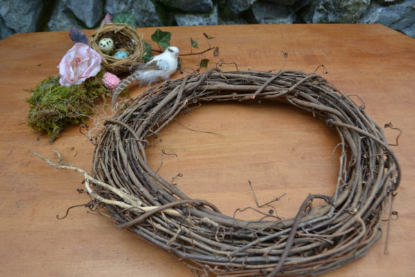 Spring Wreath Centerpiece- Step 1-lizbushong.com