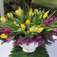 Simple DIY Tulip Centerpiece-lizbushong.com