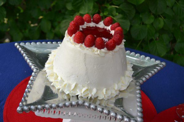 Can-raspberry mirror almond pound cake -lizbushong