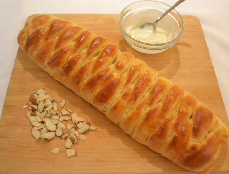 Braided Almond Roll.lizbushong.com
