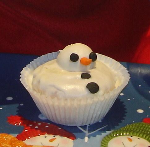 Melted Snowman Cupcake lizbushong.com