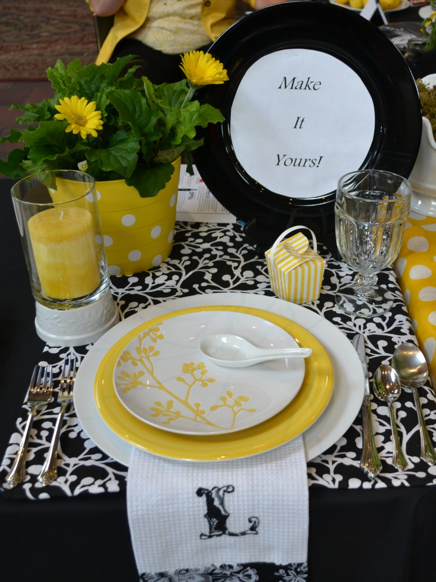 Black, white and yellow tablesetting ideas for Relish Cooking Show lizbushong.com