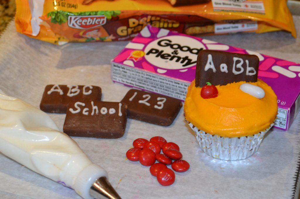 Back to School Cupcake Decor materials lizbushong.com