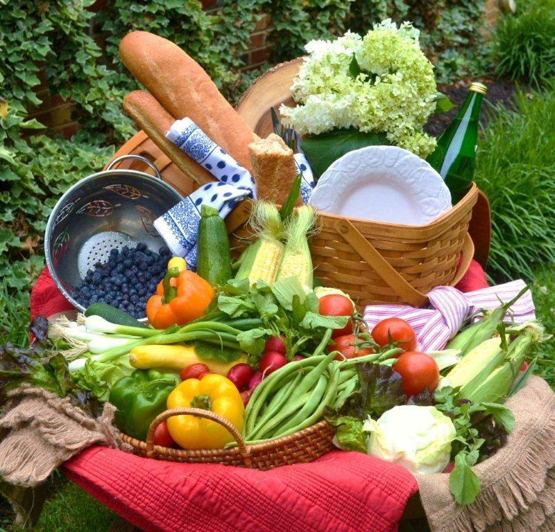 Garden Fresh Picnic Tablescape