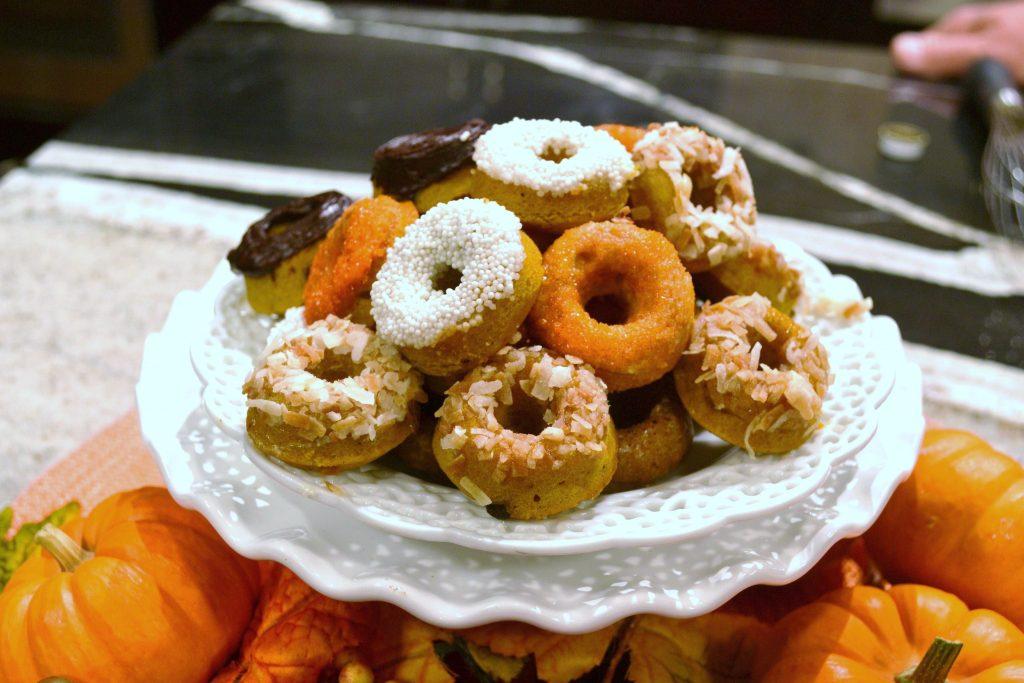 http://lizbushong.wpengine.com/wp-content/uploads/2015/10/mini-donuts-on-set1.jpg