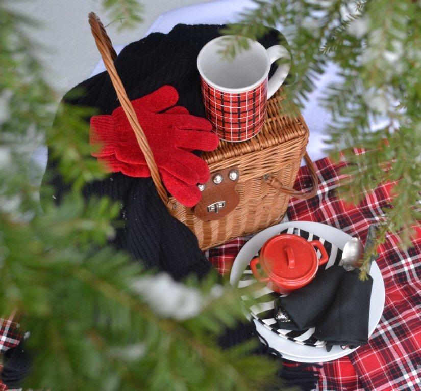 Christmas Tree Cutting Tailgate www.lizbushong.com
