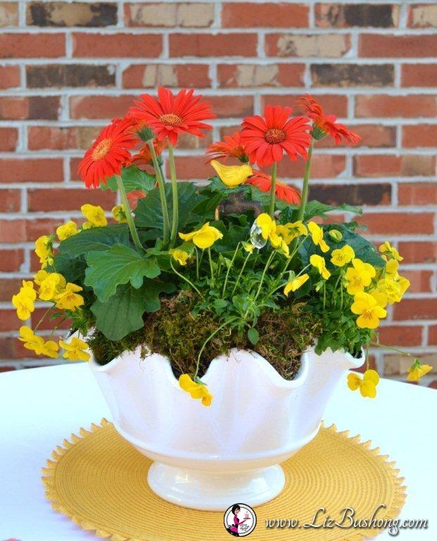 Spring Tablescape Idea|Gerber Daisies|www.lizbushong.com