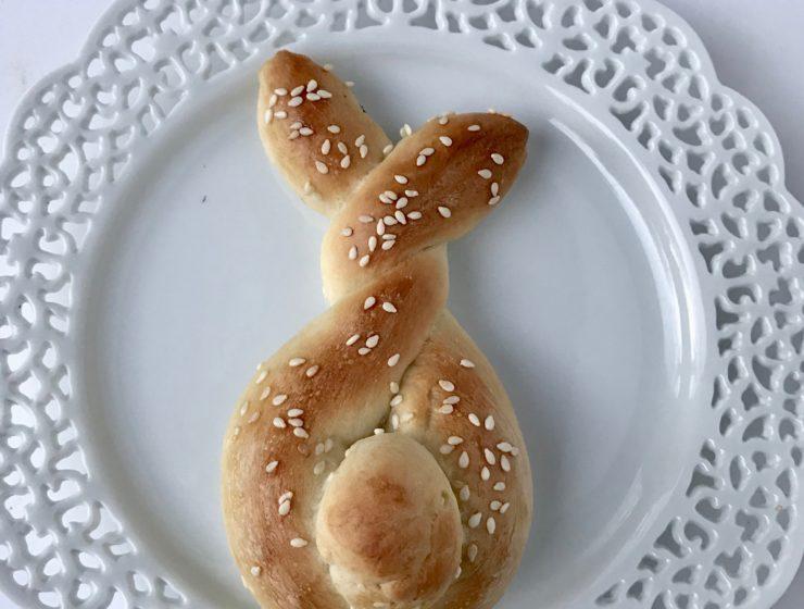 Quick Easter Bunny Shaped Rolls.lizbushong.com