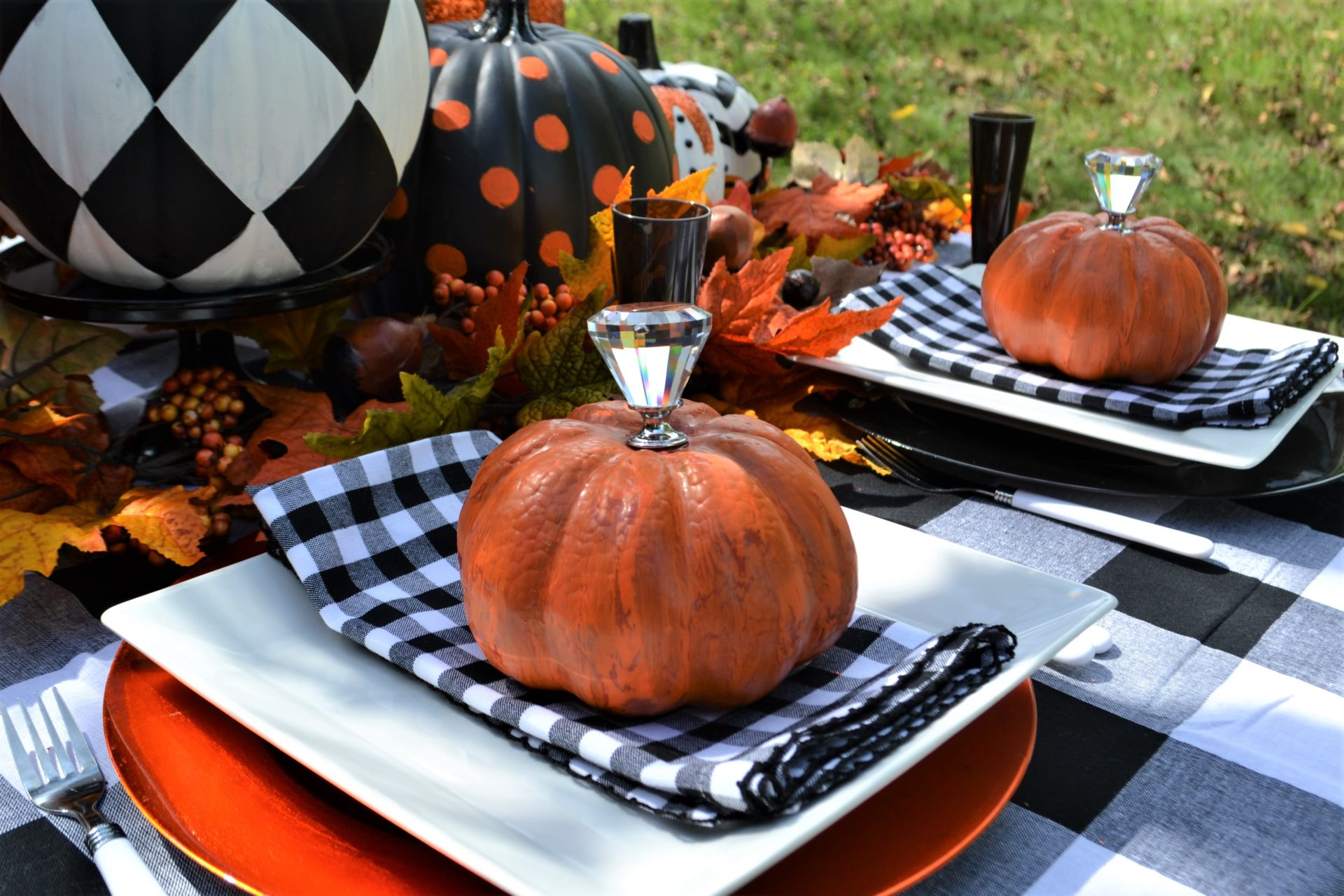 Best Black & White Pumpkin Tablescape-lizbushong.com-8