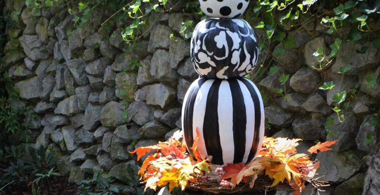 Black & White Pumpkin Topiary-fall leaves-lizbushong.com