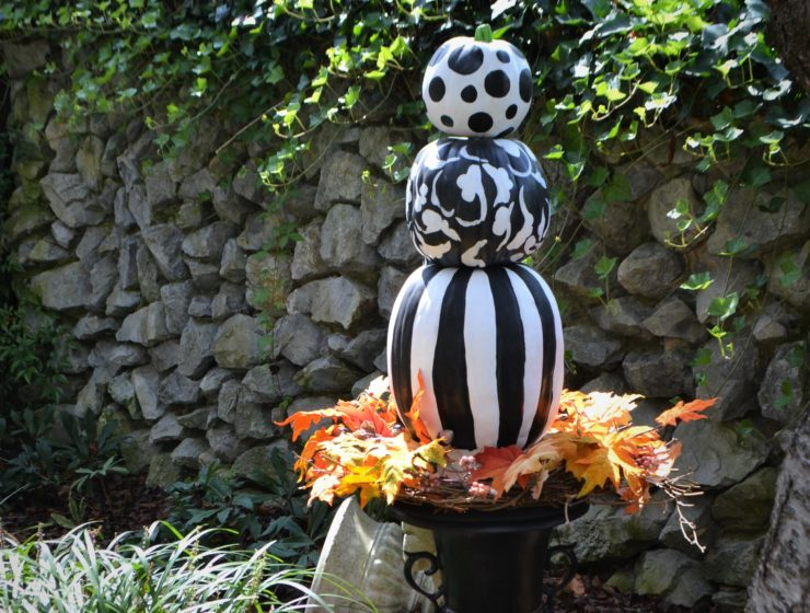 Black & White Pumpkin Topiary-fall leaves-lizbushong.com