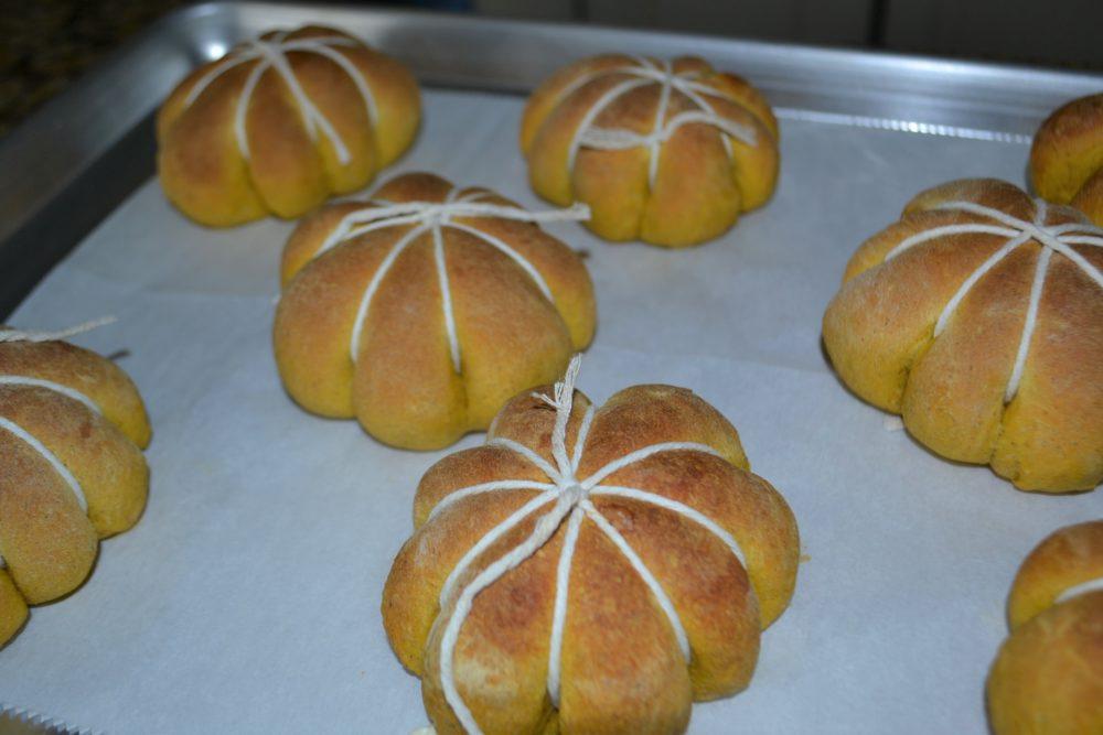 Pumpkin Stuffed Dinner Rolls 2-lizbushong.com