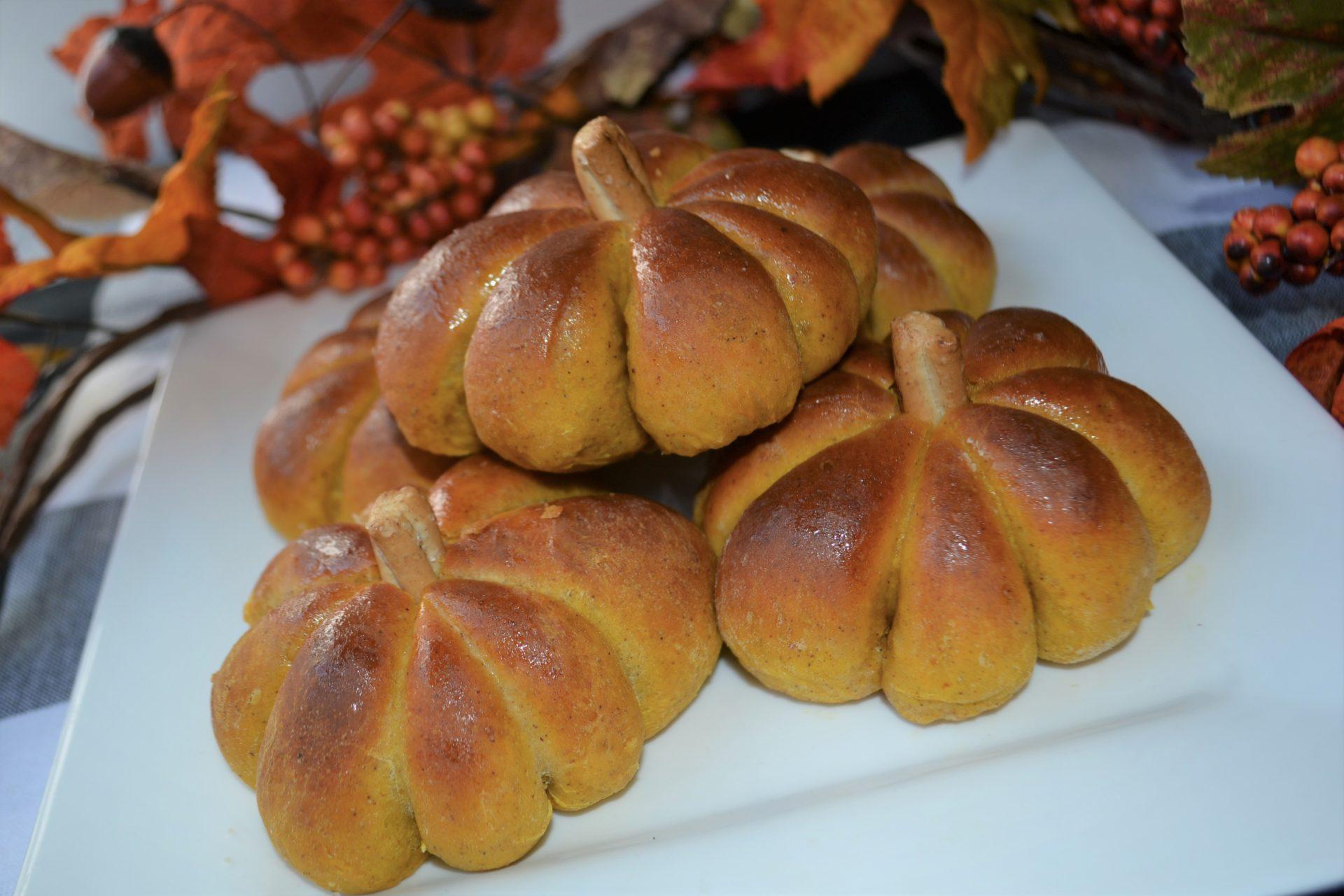Pumpkin Stuffed Dinner Rolls 6-lizbushong.com