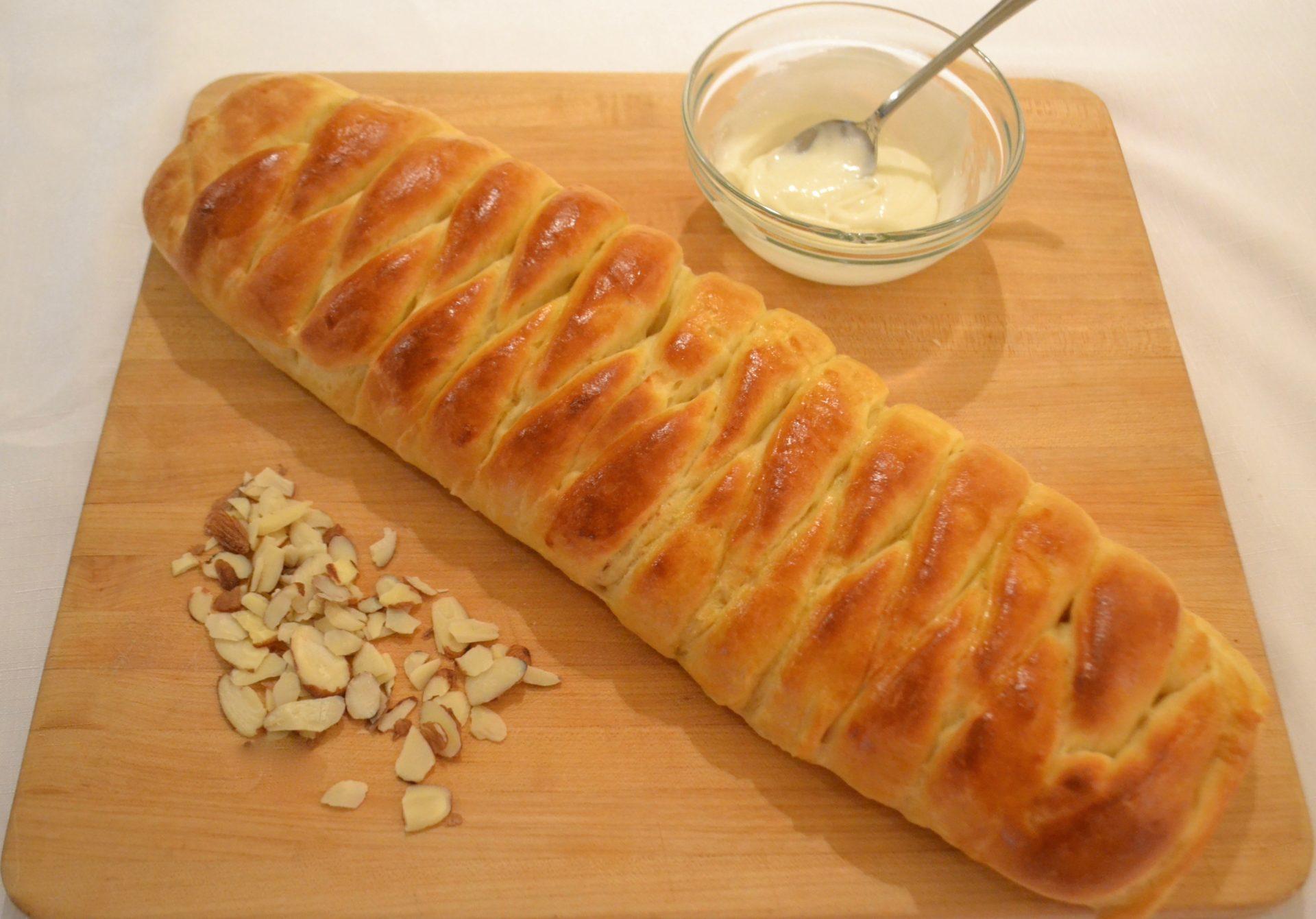 Braided Almond Roll.lizbushong.com