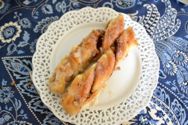 Pecan Cinnamon Twist Rolls lizbushong.com