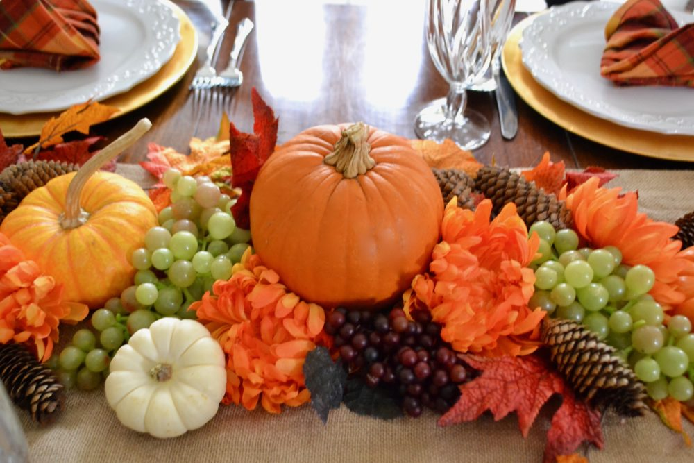 Thanksgiving Table Centerpiece with Turkey Napkin Fold