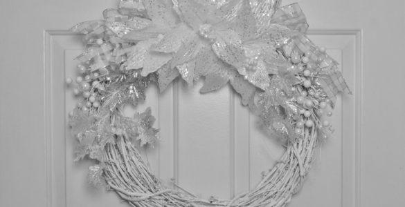 Silver Winter Wreath DIY lizbushong.com