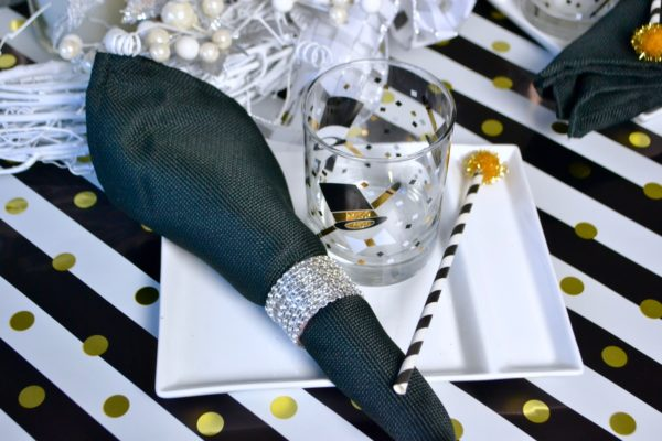 Ring in the New Year with Mini Dessert and Festive Table lizbushong.com