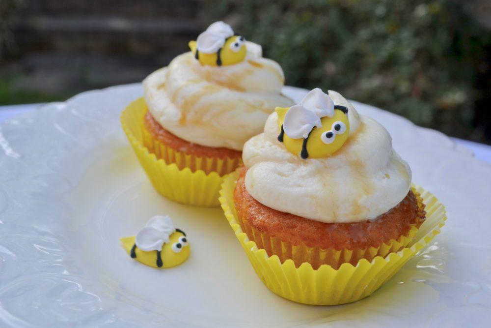 Honey Bee Cupcake recipe lizbushong.com