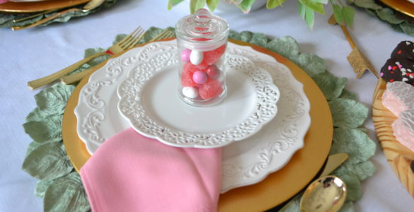 How to Set a Pretty Spring Table- with Party favor lizbushong.com