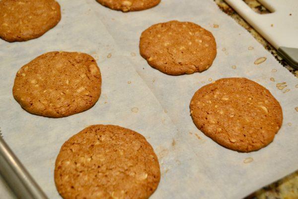 Baked Peanut Butter Thin Sandwich Cookies lizbushong.com