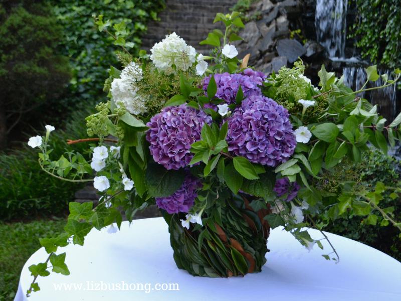 Blooming Hydrangea vase lizbushong.com