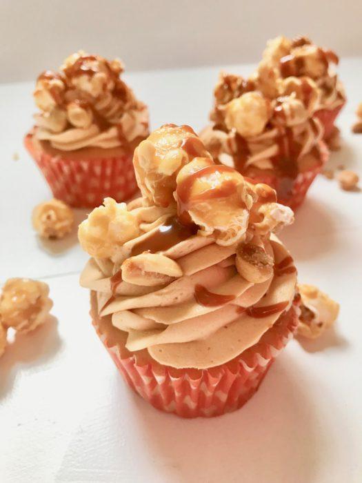 How to make salted caramel cupcakes frosting lizbushong.com